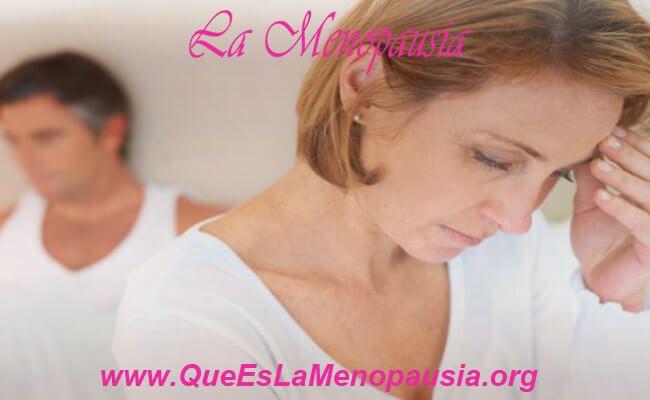 Mujer con estrés en la menopausia