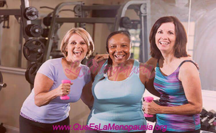 Mujeres con menopausia haciendo ejercicio