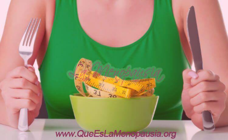 Usa platos pequeños y cuida el tamaño de las porciones para adelgazar