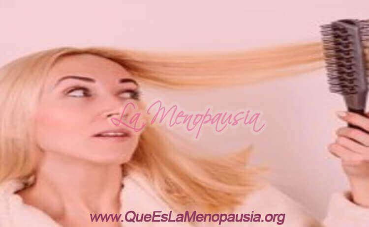 Mujer con menopausia con alopecia