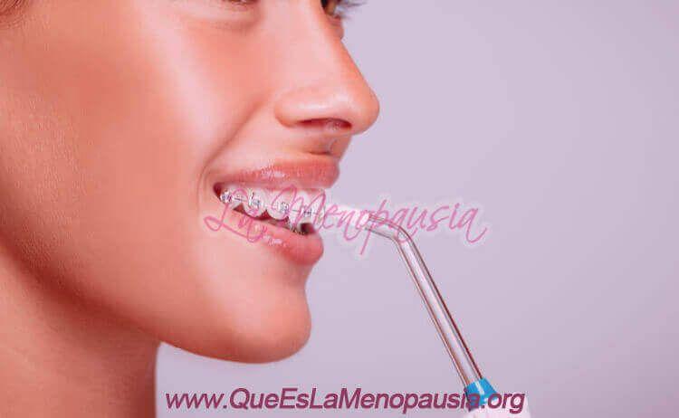Cómo usar un irrigador dental