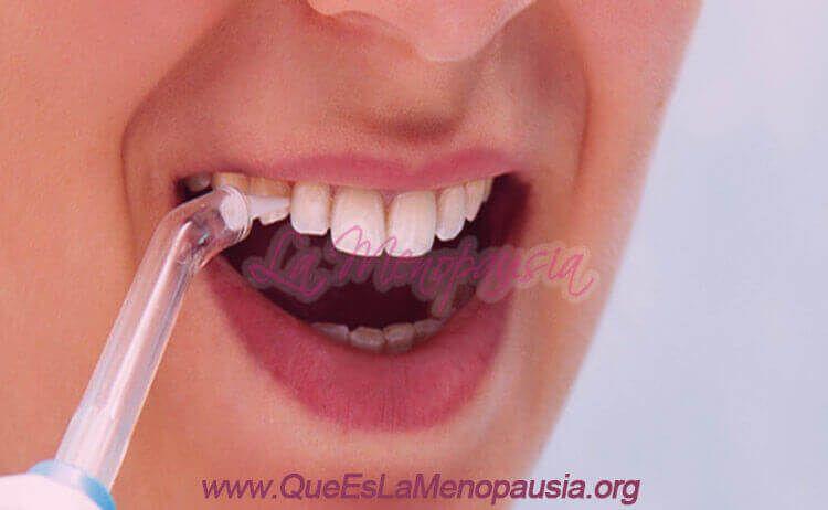 Para qué sirve un irrigador dental