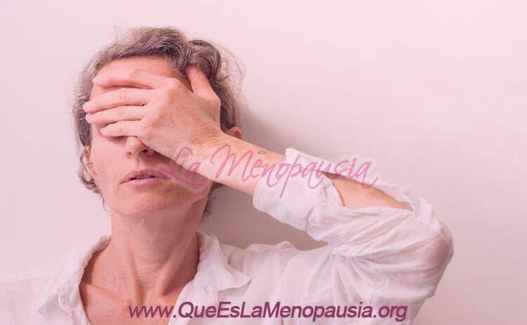 Mujer en la menopausia con sofocos