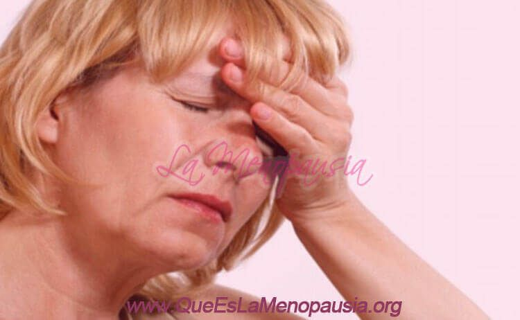 Imagen de mujer padeciendo un sofoco