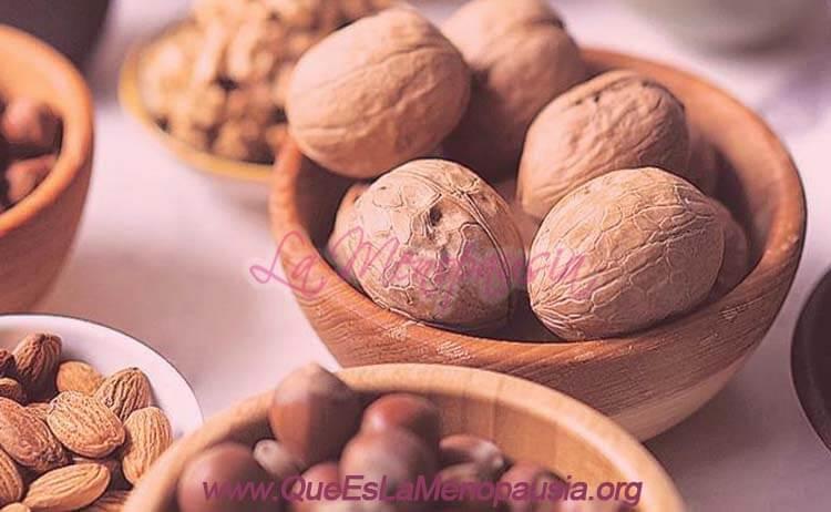 Beneficios de los frutos secos para los síntomas de la menopausia