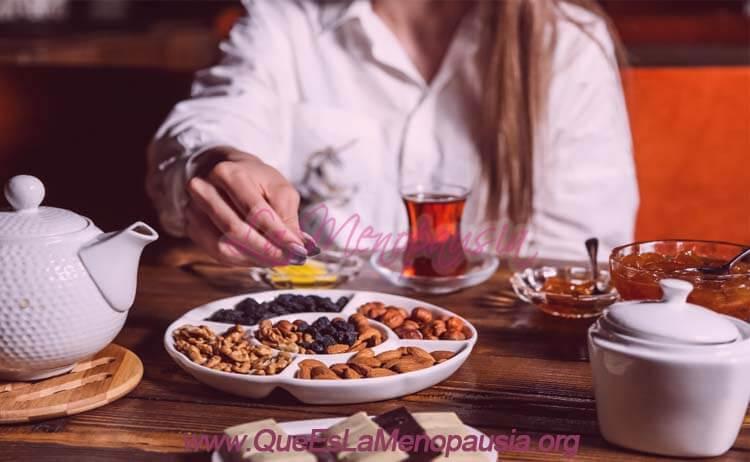 Menopausia - cómo te ayudan los frutos secos