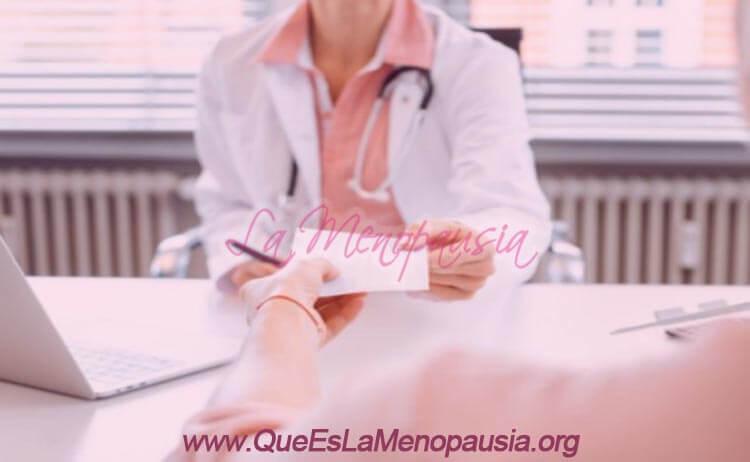 Por qué la menopausia afecta a tus dientes y encías