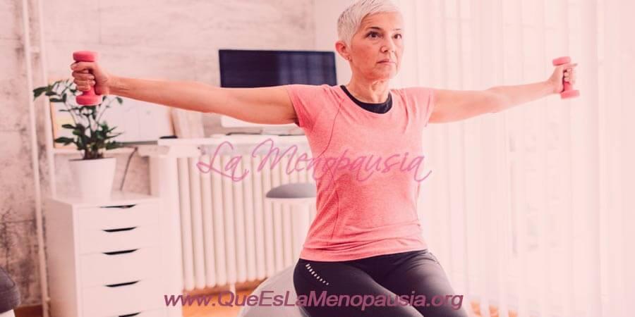Mujer haciendo ejercicio regular