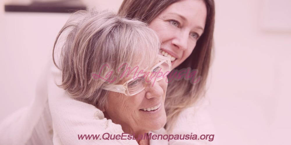 Dos mujeres abrazadas